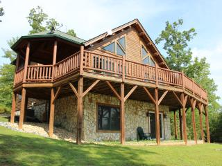 Beautiful Log Home with Resort Amenities & Views!, Lake Lure