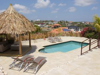 Villa with stunning view on Vista Royal., Willemstad
