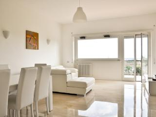 5th floor apartment with elevator, Rome
