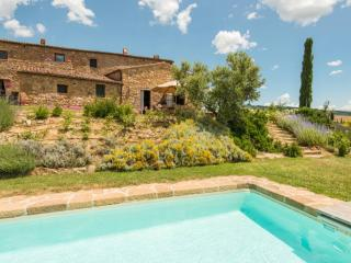 Authentic 19th century Tuscan retreat for 12, Pienza
