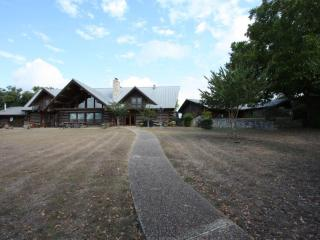 5h Ranch - Country Property with Pool & Game Room, Comfort