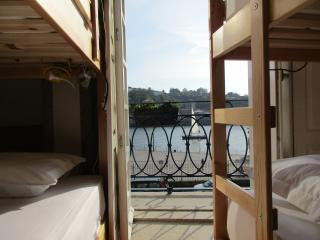Stay in the heart of historic Porto (2.1)