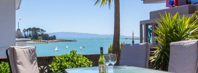 Waterfront Stay I & II - Great Value Nelson Holiday Home!, Moana