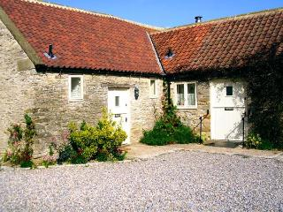 PHEASANT COTTAGE, pet-friendly, character holiday cottage, with a garden in Kirkbymoorside, Ref. 929317