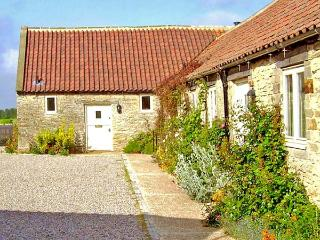 PARTRIDGE COTTAGE, pet-friendly, character holiday cottage, with a garden in Kirkbymoorside, Ref. 929318