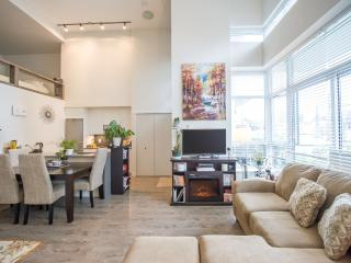 1BR Townhouse Loft w/Gym and Patio, Vancouver