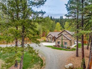 Stunning 5BD Mountain Home! Chef's Kitchen,Heated Game Rm,Hot Tub,Slps17, Cle Elum