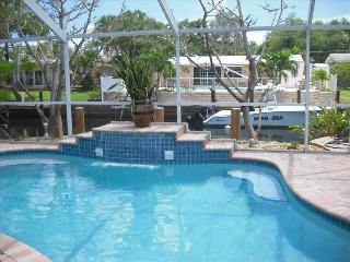 Private Heated Waterfall Pool with Large Lanai, Fort Lauderdale