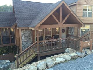 Come stay at our Christmas Cabin with New BBQ Area, Branson West