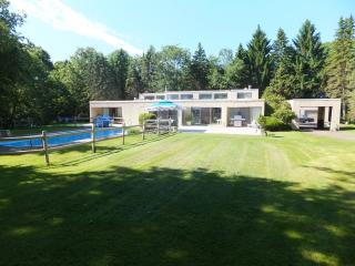Spectacular Modern House with Pool in the Woods, Branford