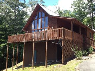 Beautiful Quiet Cabin Nestled in the Wooded Hills, Sevierville
