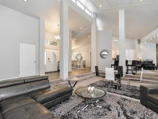Chic Royale., a Luxury Vacation Home Rental for Groups, Salt Lake City