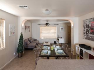 2 Bedroom House Close to All the ASU Hotspots, Tempe