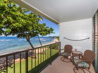 Beachfront in Haleiwa - Newly Remodeled!