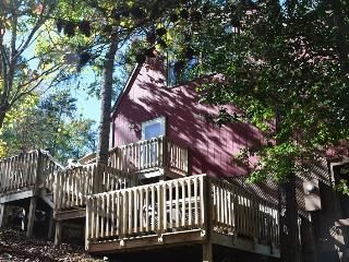 Slice a Heaven – Hot Tub, Incredible View, Fire Pit, Wi-Fi and More at this Conveniently Located Mountain Paradise, Bryson City