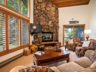 Superb Vail Golf Course Location~ Easy Vail Mtn Access, Free Bus, Hot Tub~ CHARMING AND CONVENIENT!