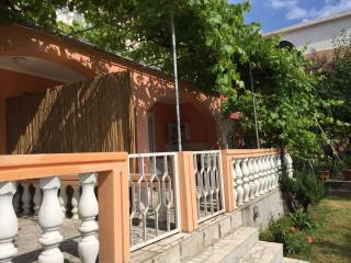 Comfortable apartment with mountain views, Becici