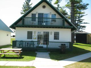 Spacious Waterfront Chalet Cottages, Alexandria Bay