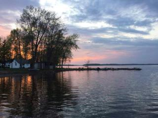 Water Front Cottage for Rent Buckhorn Lake, Ennismore