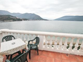 Cosy apartment in Savina 10m from the sea