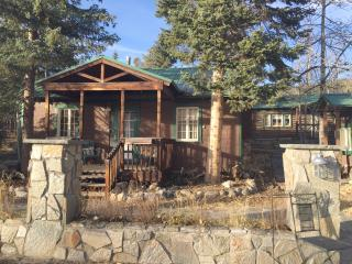 2BR Cabin in the heart of Grand Lake Village!