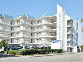 Spacious 2BR / 2BA condo with beautiful bay views from 24` wide covered balcony!, Ocean City