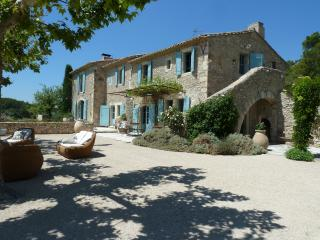 Family-Friendly Provence Farmhouse with Two Guest Houses - Le Mas de Bernadette, Eygalieres