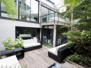 Chic Paris House with Private Garden - Maison Maxine