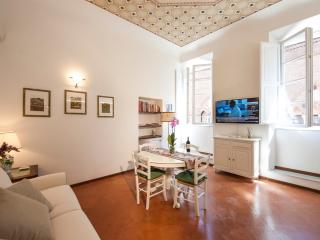 Historic Apartment for a Couple in the Center of Siena - Giorgia
