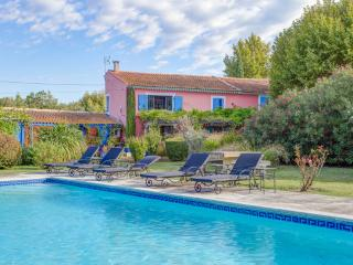 Mas Des Loones, Pet-Friendly St Remy Rental with Pool and Fireplace, Saint-Remy-de-Provence