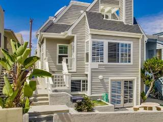 Comfortable Home Located In the Heart Of Classic Southern CA Beach Living, San Diego
