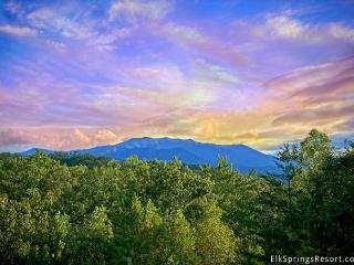 Luxury 2 Bedroom Cabin with Amazing Mountain Views, Sevierville
