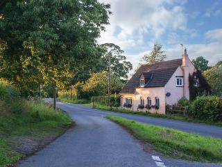 OLD PIKE COTTAGE, detached, woodburning stove, pet-friendly, lawned garden, in Newnham, Ref 928656