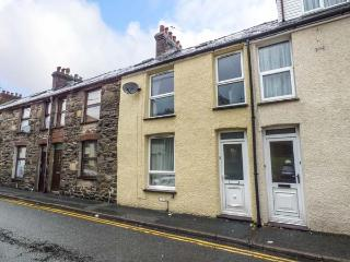 SNOWDON VIEW, pet-friendly cottage with woodburner, WiFi, close to amenities and attractions in Llanberis, Ref. 928908
