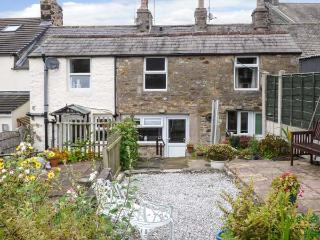 HONEYPOT COTTAGE, character features, two bedrooms, ideal touring location, in High Bentham, Ref 929704