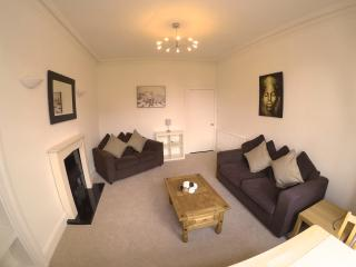 Lovely newly renovated spacious 2 bed apartment, Edinburgh
