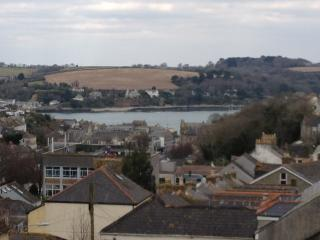 3 storey Victorian House, 2 minute walk from town, Falmouth