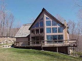 Trail`s End - 3 Bedroom Plus Loft Spacious and Sunny Private Home Right On Ski Trail! Ski On/Ski Off, Indoor Hot Tub, Bumper Pool, Views!, Killington