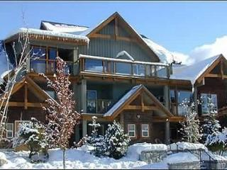 83 Glaciers Reach this 1br home has a hot tub & pool in Whistler Village