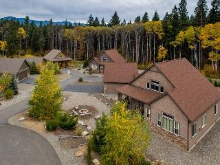 High End Roslyn Ridge Cabin |WiFi, Hot Tub, Slps10| Weekday Free Nights, Cle Elum