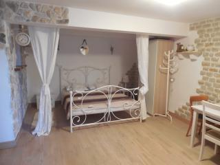 APP.1- love nest for two with a green oasis, Brodarica