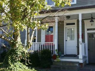 Charming and Convenient 2BD Downtown Annapolis