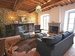 Casa Terrazza: Grand Tuscan house in medieval village with large terrace for alfresco dining, sleeps 7, Lucignano