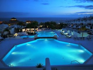 LUXURY BUNGALOW IN A GATED COMPLEX WITH WIFI, Playa Paraiso