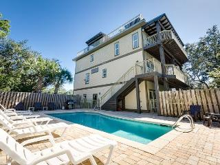 Gorgeous Blue Mountain Retreat with Rooftop Deck and Pool – Sleeps 20, Santa Rosa Beach