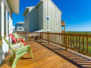 4BR Spacious Beach House in Lost Colony, Walk to Beach, Pool, Port Aransas