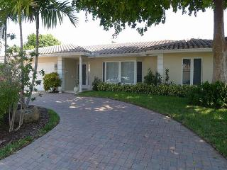 Luxurious 4 Bedroom Single Family Vacation Home Near the Beach | Private Pool, Fort Lauderdale