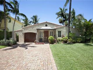Las Olas Waterfront Luxury Vacation Home | Boat Dock | Close to Beaches, Fort Lauderdale