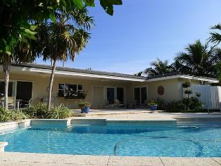 Waterfront Luxury 3 Bedroom Resort Style Vacation Rental Home | Private Pool, Oakland Park