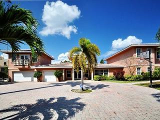 Private 2 Story Waterfront Luxury 5 Bedroom Vacation Home | Heated Pool, Pompano Beach